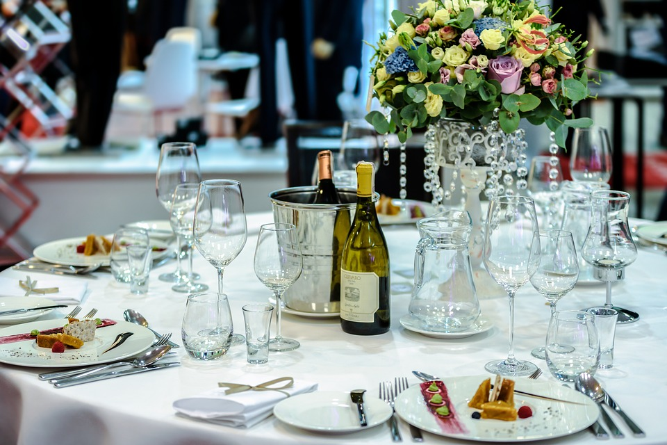 Six Factors To Consider While Choosing A Hall For A Corporate Event
